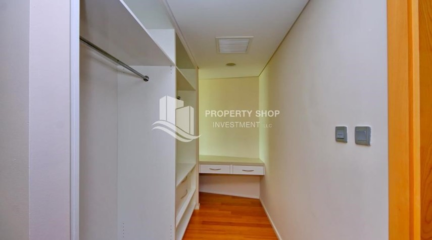 WalkIn Closet-available for rent with fantastic community!
